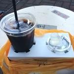 トモチェカフェ - 暑い。アイスコーヒー