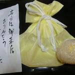 御料理 伊とう - <2013年7月>残ったモロコシご飯はお持ち帰り。ちょっと食べてから撮影。ホントはもっと大きいのが二つありました。ご店主直筆のお礼状も嬉しい♪