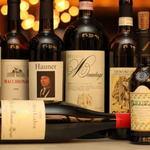 バール・アンド・エノテカ・インプリチト - 発泡性・白・赤・ロゼ・甘口の約20種に及ぶバイザグラス イタリアならではのアマーロやグラッパなどといったリキュール各種
