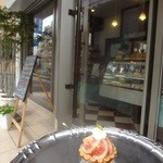 hotel de suzuki labo  - いちじくタルトレット(400円)、イートインはないのですが、お店の方々のご好意で、お店の前のスペースで食べることができました