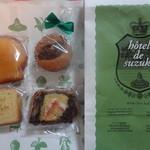 hotel de suzuki labo  - テイクアウトの焼菓子、マドレーヌ・ジョーヌ、いちぢくのバターケーキ、パウンドケーキ(レモン)、レーリュッケン