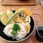 うどん日和 - 野菜天ぶっかけ(冷)750円。