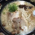 博多らーめんポパイ - 料理写真:こってりラーメン680円