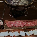 和牛 涼 - 料理写真:タン880円、コリコリ580円