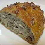 薪窯天然酵母パン工房 オ フルニル デュ ボワ - 三種のナッツのカンパーニュ