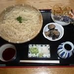手打そば みはらし - 料理写真:小鉢付き特盛りうどんとお好み天ぷら(野菜3つ100円)