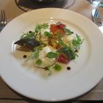 エンポリオ アルマーニ カフェ - ブッラータチーズ 野菜のカポナータ ビンコットのアクセント