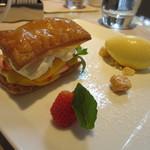 エンポリオ アルマーニ カフェ - パッションフルーツカスタードクリームのミルフィーユ 季節のフルーツ バニラアイスクリーム