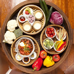 渋谷桜丘町 ろくよん - 旬の野菜を使用したせいろ蒸し料理。旬の食材を使った創作料理もおすすめ。