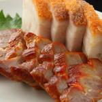 Fusa - 蜜焼き豚ロース&サクサククリスピー。ワインとの相性もバッチリ