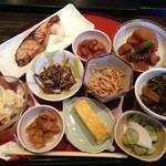 茜屋 - 茜屋・季節の野菜料理11品¥1050
