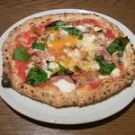 SALVATORE CUOMO & BAR - 特製ベーコンと半熟卵のピザ(Mサイズ2000円)