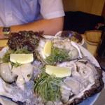 200255 - optioA30で撮影 岩牡蛎大盛り(これで3個)