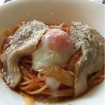 20002364 - スパゲティーニ 御養卵と玉葱のピリ辛トマトソース 越後豚の軽い燻製