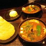 ラマイ - ビーフ\1080、スープ大盛り、エナック\150、スカ\50 同行者はビーフSサイズライス