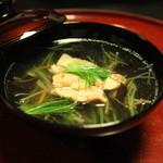 雑司が谷 寛 - 御椀 沢煮椀 (新牛蒡 人参 木耳 絹さや 芽葱 地鶏網焼き (口) 胡麻)