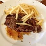 ラキュイエール - 2013年7月12日のランチのメイン「ランチ特製ビーフステーキ~ポムフリット添え~」