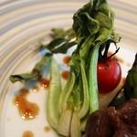黒猫 - 牛もも肉のステーキ オリエンタルソース