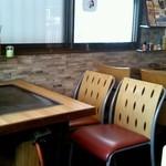 伝説のたこ焼 - テーブル席