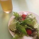 シェ ナーベ - セットのサラダとランチビール