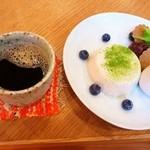 里山カフェ - 愉多工房のそばプリンアラモードとたんぽぽコーヒー(13年7月)