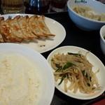 20015612 - 焼餃子と水餃子