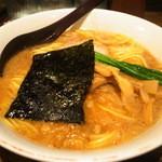 吉笑らーめん - 黒 (正油) (720円)