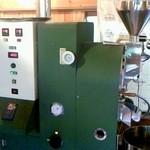 カフェ アロア - ど~んと構えた焙煎機