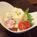 びすとろ もちゴリラ - スモークタン入りポテトサラダ(500円)