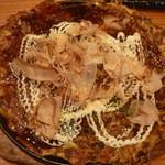 20026381 - 関西流モダン焼きもちポテモダン(そば大盛)マヨネーズ、一味、青海苔、鰹節をふって