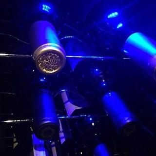 厳選ワインを品数豊富に取り揃えております。