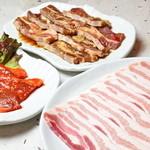 でじや - 豚三昧~激辛豚ロースや豚骨付きカルビ、サムギョプサル3つをすべて食べられます!