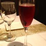 Ripaille - まず、キールを頂きました。どうやら、白ワインはアリゴテを使っているようです。アリゴテは、ブルジョン・ド・カシスに良く合いますね。
