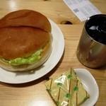 コメダ珈琲店 - アイスコーヒー380円、ハンバーガー380円