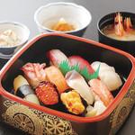 鮨金 - 料理写真:グルメセット(通し・イカソーメン・鮨・おわん)