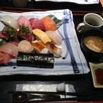 藤 寿司 - 上にぎりセット1300円。味噌汁、コーヒーゼリー付き