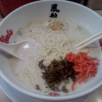 博多風龍 - 紅ショウガ、高菜投入