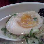 博多風龍 - 味玉のアップ