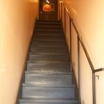 ツバキホール - TSUBAKIHALLは階段を上った2階にあります