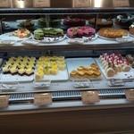 サロンドスイーツ - ショーケースのケーキ達
