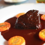 ル・プティ・ブドン - 3日間煮込んだ牛肉ほほ肉の赤ワイン煮込み。やわらかい。
