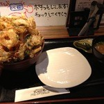 居酒屋 さんぼん木 - 味噌汁、お新香、取り皿付き。(2013.7.12)