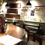 居酒屋 さんぼん木 - カウンターとテーブル。(2013.7.12)