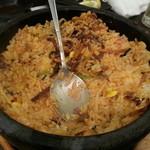 肉處 きっしゃん - 石焼ピピンバ(1180円) 店員さんが目の前で混ぜ混ぜしてくれます。