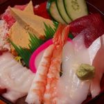 竹の浦 飛翔閣 - ちらし寿司は、カンパチ、マグロ、イカ、エビ、タコなど