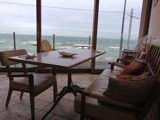 bills 七里ガ浜 - 海に向いて右側店舗奥の四人席