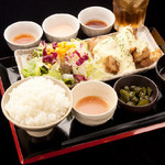 渋谷桜丘町 ろくよん - ランチタイムはごはん、味噌汁おかわり無料!