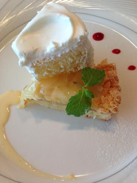フランス料理 プリドール - バニラシフォン、白桃タルト