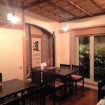 cafe' 喜庵 - 奥の個室(禁煙室)貸切可。和風テイスト。懐かしい感じの照明。