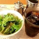 20060277 - セットのサラダとアイスコーヒー